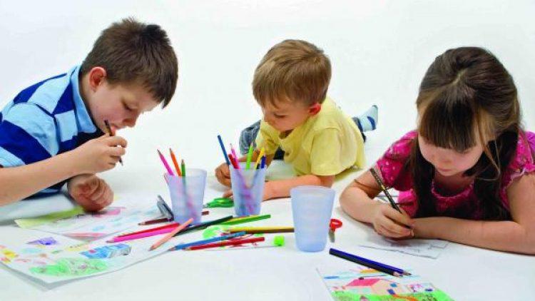 Cum stimulati interesul copiilor pentru arta
